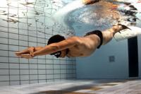 La natación: Un ejercicio saludable, aunque con riesgos