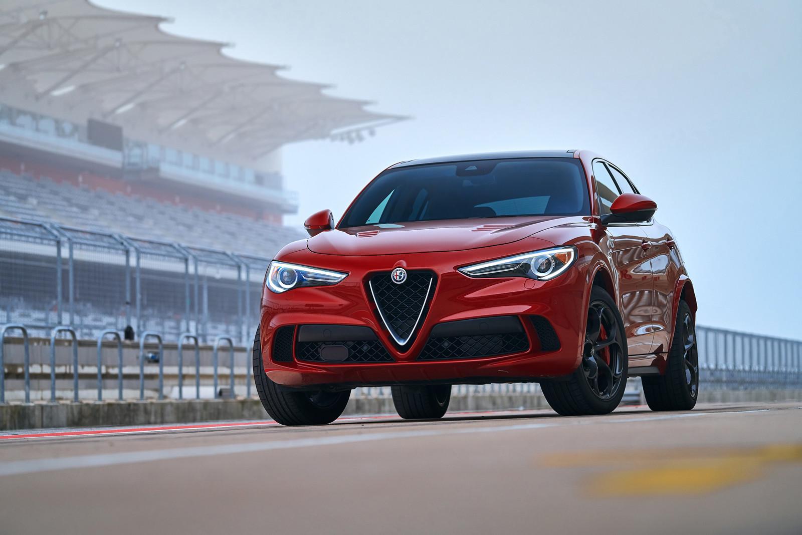 Foto de Alfa Romeo Stelvio Quadrifoglio Verde (4/36)