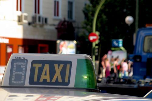El taxi contra Uber y Cabify: 'la infame expropiación' frente al deseo de 'trabajar juntos'