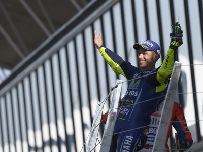 """Valentino Rossi, tercero tras liderar prácticamente toda la carrera: """"Lamento haber acabado detrás de Viñales"""""""
