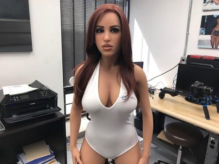Tenemos nuevos detalles de RealDoll X, el robot sexual con inteligencia artificial, que finalmente estará disponible en septiembre