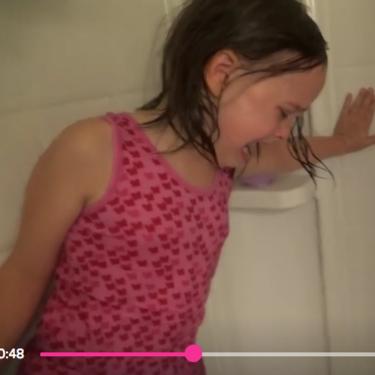 Youtube elimina los vídeos de un padre que mostraba a sus hijas en situaciones humillantes o siendo protagonistas de bromas pesadas