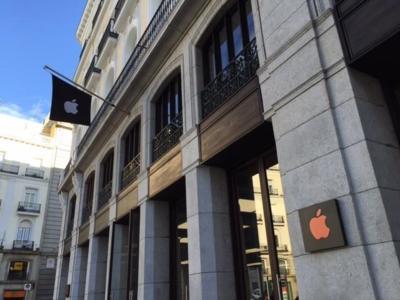 La Apple Store de Sol se viste de rojo para conmemorar el día mundial del Sida