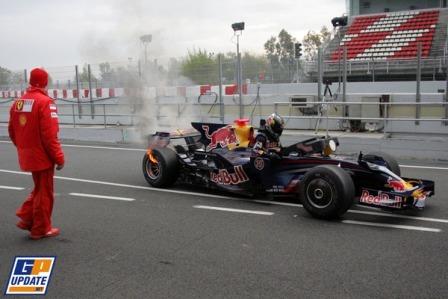 Los frenos traseros del Red Bull en llamas
