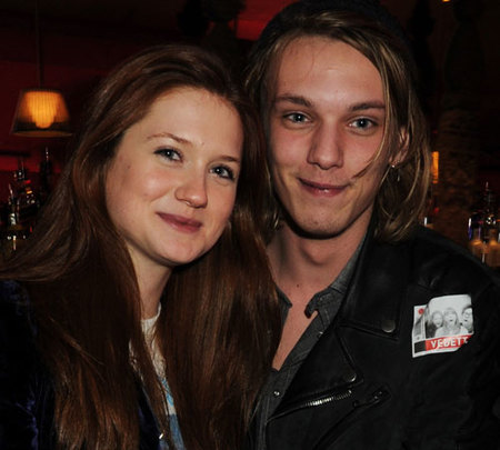 Bonnie Wright y Jamie Campbell Bower confirman que son novios