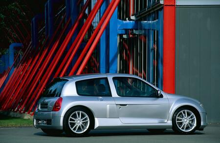 Renault Clio V6, el pequeño bólido que revolucionó el ambiente de los hot-hatches, cumple 20 años