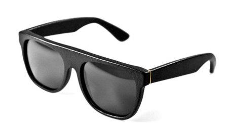 Super lanza unas gafas de cuero