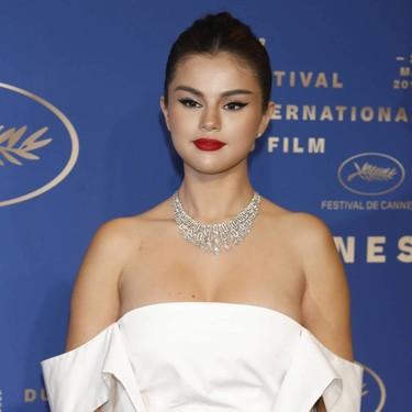 Selena Gomez vuelve a fallar con su segundo look en el Festival de Cannes, lo único que le salvan son las espectaculares joyas