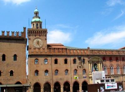 Recorriendo la Plaza Mayor de Bolonia: el Palazzo d'Accursio