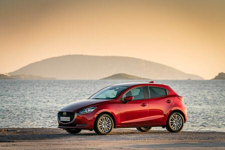 Toyota Yaris Hybrid con el logo de Mazda se postula como el sustituto del Mazda2 en Europa