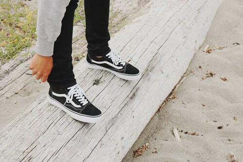 Chollos en tallas sueltas de zapatillas Vans, DC Shoes o Superdry a la venta  en Amazon