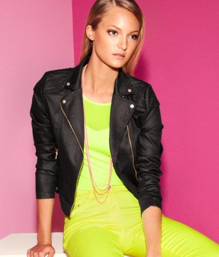 ¿Te has pasado con la moda flúor? No te preocupes porque H&M sigue con ella