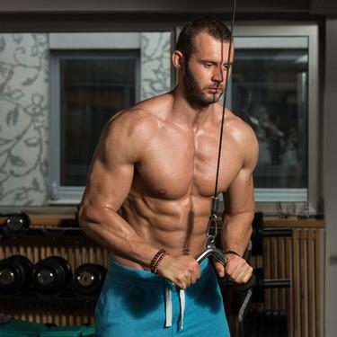 Los mejores ejercicios de tríceps que puedes realizar en el gimnasio, para ganar volumen en tus brazos