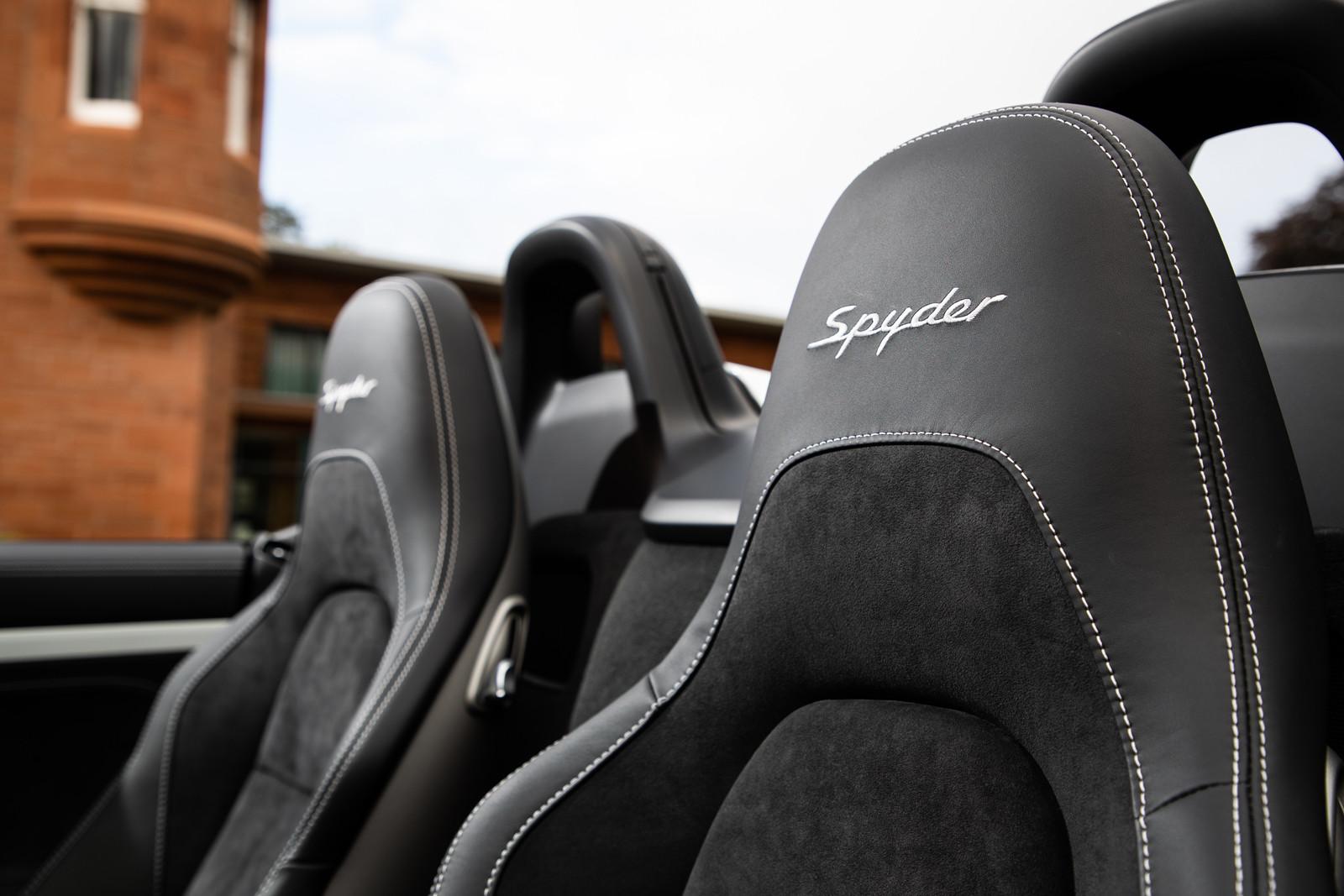 Foto de Porsche 718 Spyder (prueba contacto) (87/296)