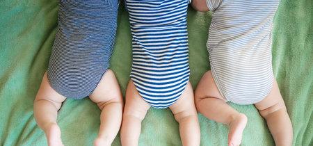 Una mujer queda embarazada de un bebé mediante fecundación in vitro y de gemelos de forma natural en la misma semana
