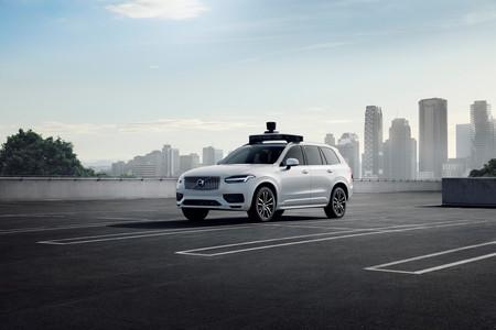Volvo y Uber presentan un Volvo XC90 que es el primer coche de producción listo para la conducción autónoma