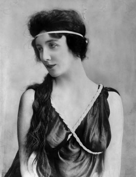 """""""The Curse of Beauty"""", la biografía de Audrey Munson la primera top-model americana que posó desnuda para 15 estatuas de NY"""