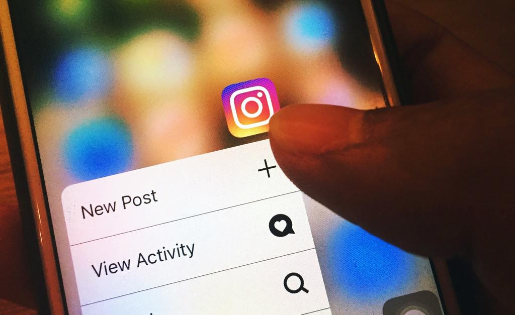 Instagram sigue creciendo como fuente de información y ya rivaliza con Twitter, según el Digital News Report 2020