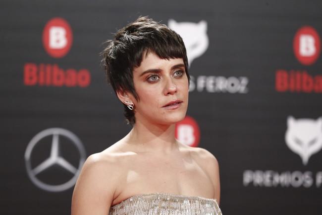 Premios Feroz 2019: María León y su vestido de flecos elevan el estilo en la alfombra roja