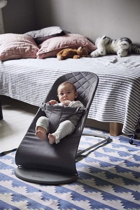 Por 129 euros en Amazon  tenemos la hamaca BabyBjörn  Bliss válida desde recién nacidos hasta los dos años de edad