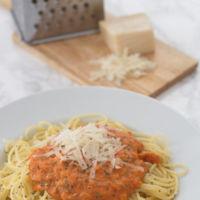 Receta de espaguetis con salsa cremosa de tomate