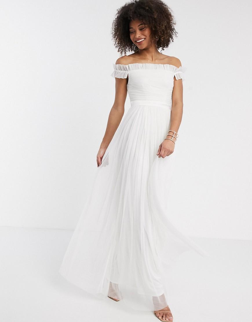 Vestido largo blanco de tul con escote Bardot y volantes