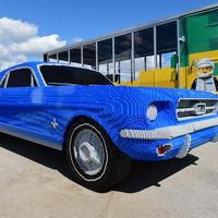 Este Ford Mustang de LEGO es tan grande como uno de verdad y... ¡queremos uno!