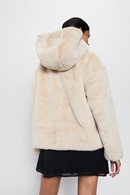 Zara Abrigo Peluche Otono 2019 05