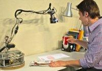 LuminAR, un robot que nos enseña el potencial de las proyecciones interactivas