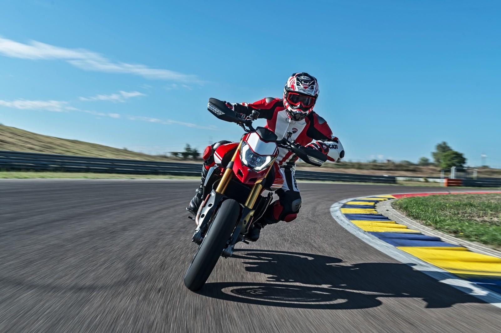 Foto de Ducati Hypermotard 950 2019 (8/76)