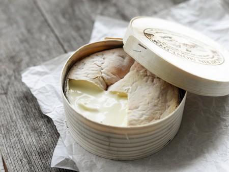 Atención queseros: Vacherin Mont-d'Or. ¿Por qué es uno de los quesos franco-suizos más deseados?