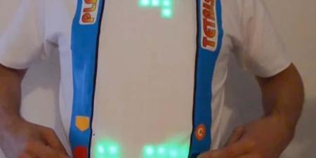 Crean playera con Tetris jugable en el pecho