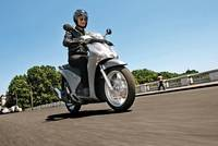 Nueva Honda Scoopy SH125i, ahora con hueco para casco integral