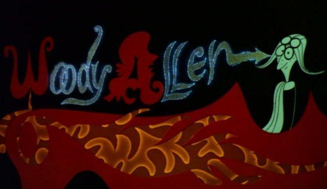 Woody Allen es presentado en los créditos iniciales de ¿Qué tal, Pussycat?