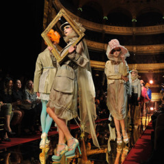 Foto 9 de 16 de la galería john-galliano-primavera-verano-2011-en-la-semana-de-la-moda-de-paris en Trendencias