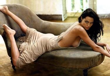 Angelina Jolie muy preocupada por sus fotos íntimas en Internet