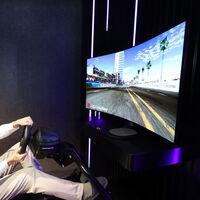"""LG tiene lista la televisión del futuro: una pantalla que se curva para jugar o se """"aplana"""" para ver películas"""