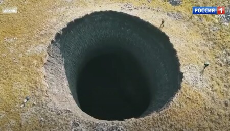 Siberia, un campo de minas: cada vez aparecen más cráteres explosivos por el deshielo del permafrost