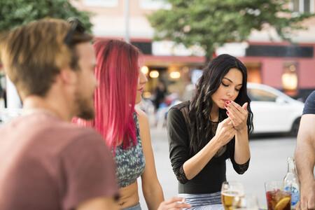 """Sanidad quiere prohibir fumar en las terrazas de los bares para siempre: """"Hay que aprovechar"""""""