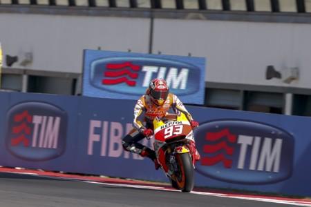 Loca carrera de MotoGP con Marc Márquez en lo más alto del podio y Jorge Lorenzo por los suelos