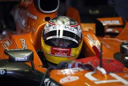 Roldán Rodríguez prueba con Spyker en Silverstone