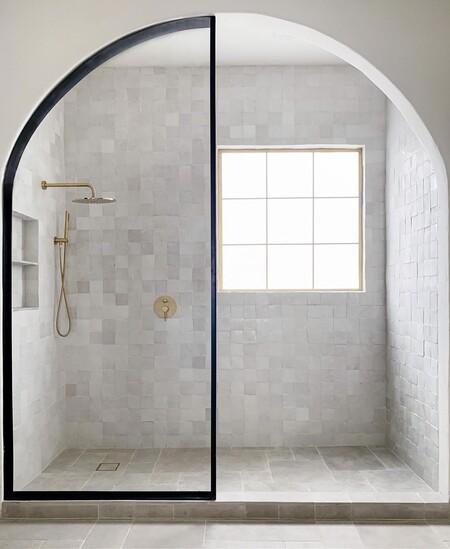 Mamparas modernas para darle una vuelta a tu baño