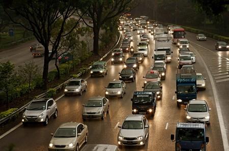 Por qué es tan fácil predecir los atascos de tráfico y tan difícil evitarlos