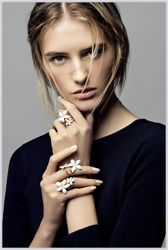 5c37d5e448 La colección de joyas Falling Jasmine de Carolina Herrera Too y Grillo Demo  | Trendencias | Bloglovin'
