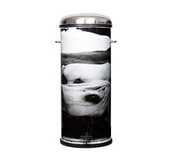 Diseños exclusivos por una buena causa: menaje solidario de Helena Christensen
