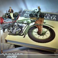 Soldados en motocicleta, de la portada a la contraportada