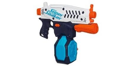 Las pistolas de agua son un juguete clásico para el verano