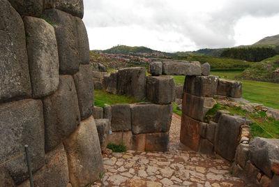 Las ruinas de Saqsayhuamán de Cuzco en Perú