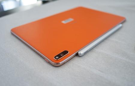 Huawei Mediapad Pro Naranja Trasera 02