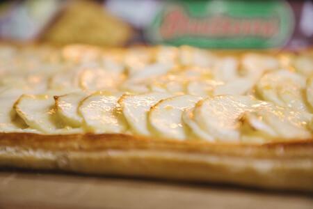 Tarta de manzana con crema pastelera, receta sencilla para iniciarse en la repostería